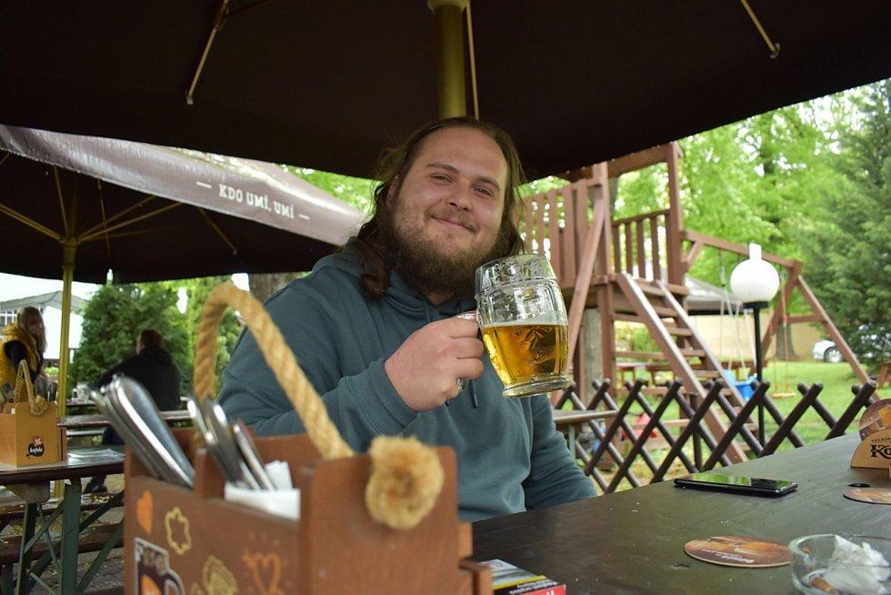 Dobrou náladu hostům restaurace Na Střelně ve Slaném nezkazil ani liják.