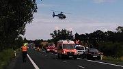 U vážné nehody nedaleko Lotouše zasahoval také záchranářský vrtulník