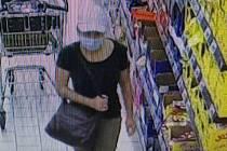Poznáte zlodějku na fotografii?