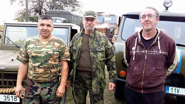 Členové spolku Vojenský skanzen Smečno. Zleva: Milan Klíma, Petr Grunt, Ondřej Pančák.