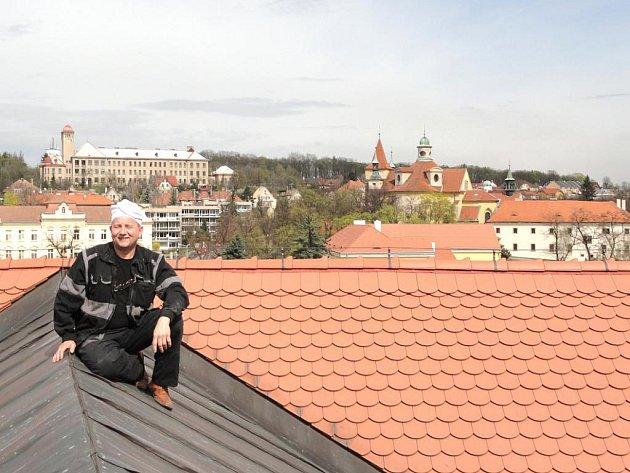Na snímku je slánský kominík, Josef Jelínek.
