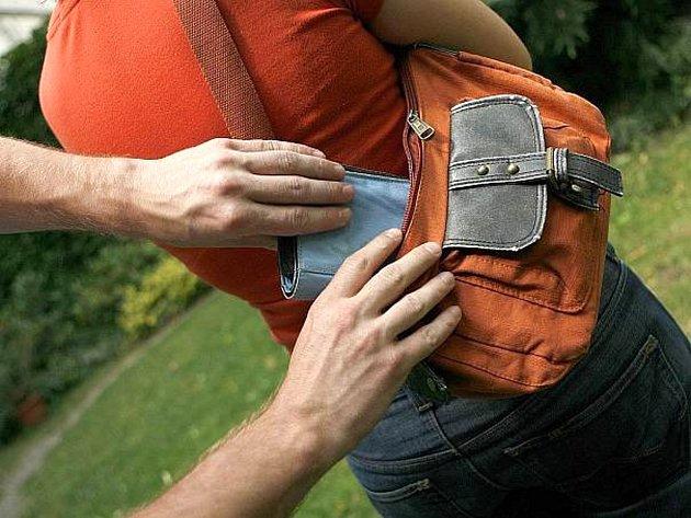POLICIE varuje zejména seniory, aby si na své osobní věci dávali pozor. Kapesních krádeží přibývá.