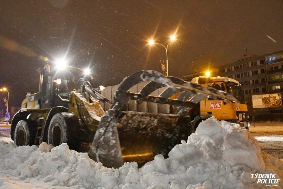 Úklid sněhu v kladenských ulicích.