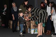 Děti si užily chvilku slávy a převzaly si drobné dárečky.