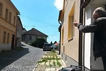 Milan Mrázek, muž ze sousedství bytového domu - ubytovny, kde se v neděli v noci střílelo.