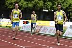 Atletický mítink Spolu na startu v Kladně. Domácí Dan Lehár (vpravo) vyhrál 200 metrů.