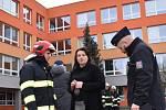 Hasiči evakuovali 3. ZŠ ve Slaném, v kuchyni unikla těkavá látka.
