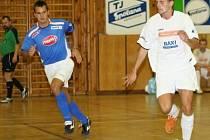Kladenský David Müller (vpravo) je Futsalistou okresu