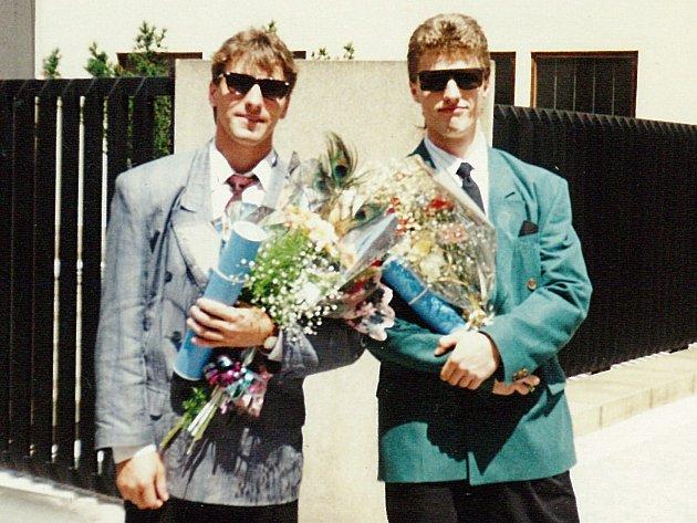 Josef Jandač (vlevo) a Marek Landa po promoci na FTVS.