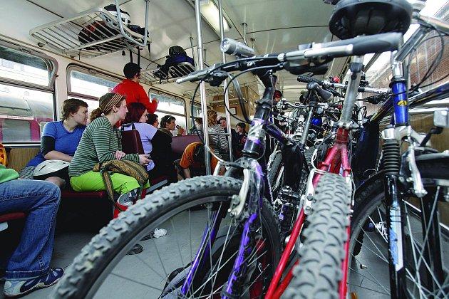 Cyklovlak umožňuje Pražákům podnikat výlety za hranice města, naopak cyklisté ze Slánska se s ním mohou vypravit například na projížďku do Stromovky.