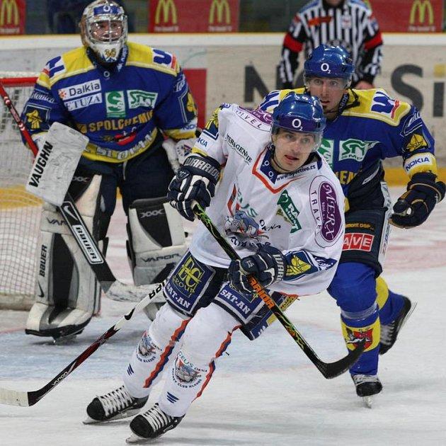 Radek Bělohlav (ve světlém) podepsal s Kladnem na další sezonu.