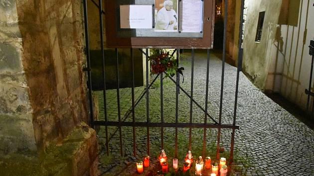 Páteční mše za faráře P. Pavla Táborského v kostele sv. Gotharda ve Slaném.