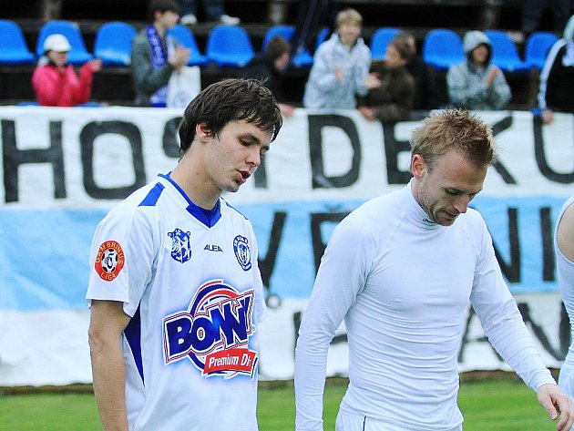 Posmutnělí Antonín Holub a Ondřej Szabo. SK Kladno - FC Slovan Liberec  1:2 (0:0) , utkání 30.k. Gambrinus liga 2009/10, hráno 15.5 .2010