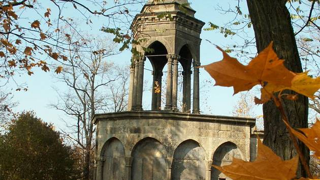 Kromě  kaple Božího hrobu ve Slaném se dočká opravy také křížek u tamní zahrádkářské kolonie. Podle plánu by měl být dřevěný.