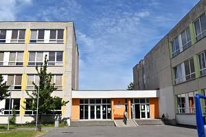 Základní školu v Norské ulici v Kladně čeká nákladná rekonstrukce, areál má šest pavilonů.