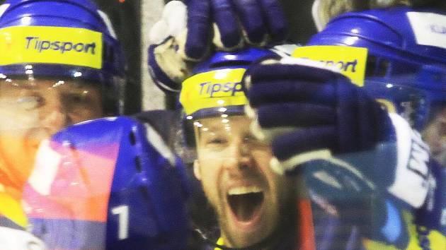 Jura Bicek upravil chytrým gólem na konečných 3:1 // HC Rytíři Kladno - HC Mountfield Č. Budějovice 3:1, O2  ELH 2011/12, hráno 15.1.2012