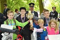 PUTOVNÍ POHÁR velitele stanice HZS Kladno získali žáci Základní školy Družec, kteří v součtu obou tříd nasbírali nejvíce bodů.