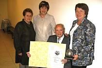 PRVNÍ MÍSTNÍ organizaci Svazu důchodců České republiky Kladno založil v květnu roku 1991 Josef Lukášek (viz. foto).