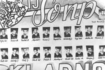 Hokejisté Poldi SONP Kladno (1964/65). Zdeněk Bandaska Müller je v horní řadě druhý zprava).