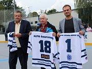 Slavnostní otevření zrekonstruované hokejbalové arény Kladno. Zleva Milanové Volf, Prajzler a Marcel Kučera