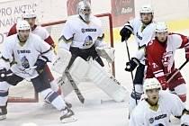Slavia (v červeném) porazila doma Kladno 3:1.