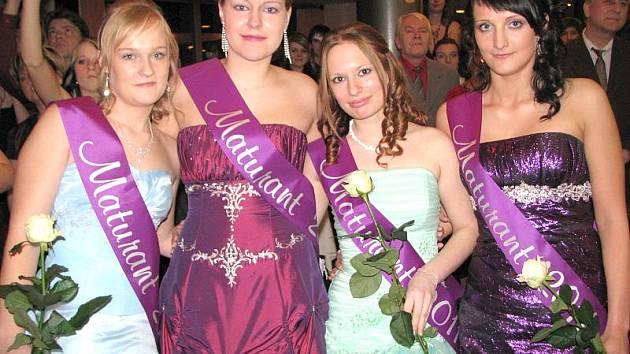 Sérii kladenských maturitních plesů zahájili již tradičně žáci Střední zdravotnické školy a Vyšší odborné školy zdravotnické Kladno.