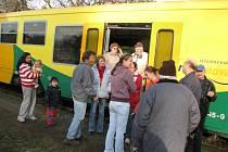 Třináctiletou dívku v Kladně srazil vlak.Střet naštěstí přežila.