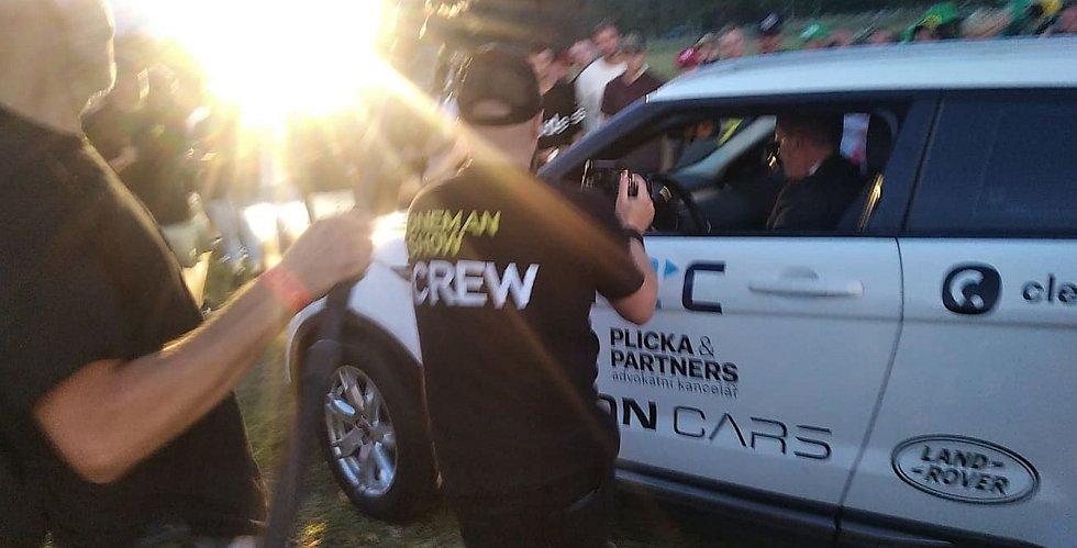 Kazma zakopal v Kladně auto s milionem korun.