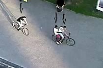 Poznáte některého z útočníků, kteří napadli ve čtvrtek 22. srpna 2019 v ulici ČSA v Kladně nejprve dvaatřicetiletého muže a poté o jeho dva roky mladšího kamaráda?