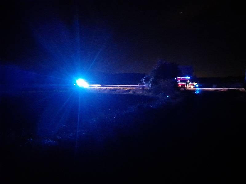 Na silnici I/16 u obce Sázená se 13. října 2021 srazil osobák s dodávkou, dva lidé uhořeli, čtyři jsou těžce zranění.
