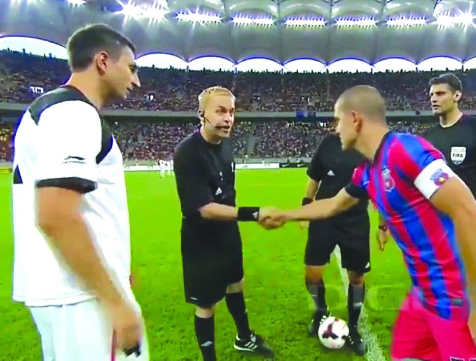 Petr Blažej s kapitány obou soupeřů.