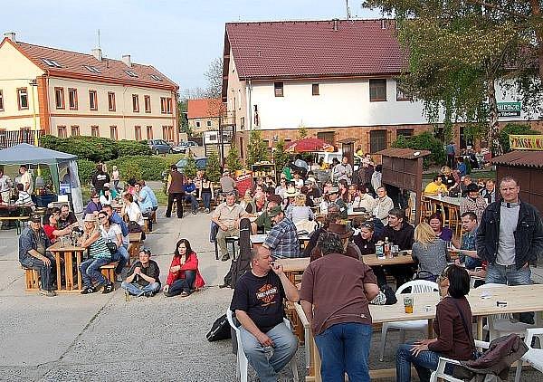 První ročník country festivalu Dřetfest se uskutečnil ve Dřetovicích 14. května 2011.