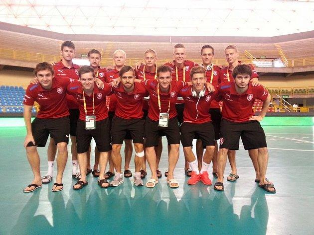Český akademický futsalový tým před zápasem MS 2016 s Novým Zélandem.