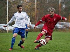 Derby v Srbech: Libušín(v červeném)  - Slaný 1:4.