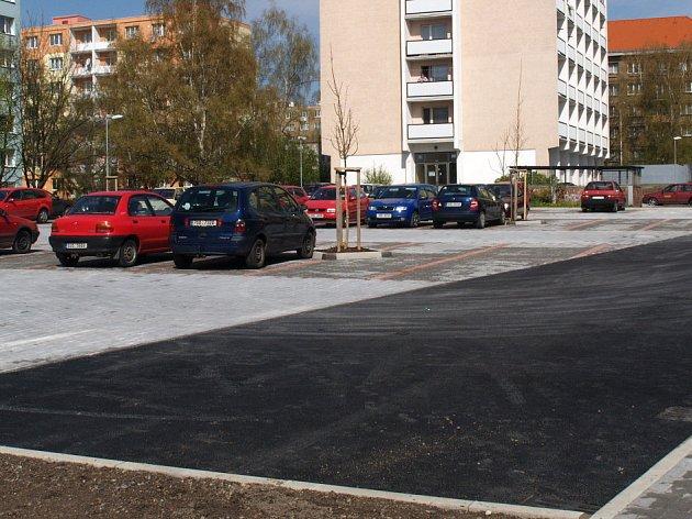 Zatím poslední větší parkoviště bylo letos na jaře vybudováno v Holandské ulici