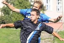 Liberec B - SK Kladno 2:0, ptačí let Antonína Holuba a jeho protihráče