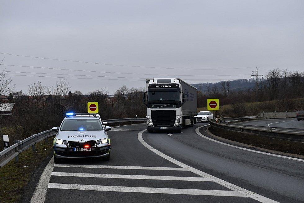 Policisté obestavěli hranice Kladenska, lidé nařízení vesměs dodržují.