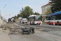 V Kladně se opravuje další krajská silnice.