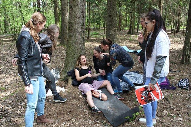 Studenti Střední zdravotnické školy Kladno soutěžili vposkytování první pomoci.