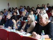 Snímky z prvního dne konání konference v posluchárně kladenské střední zdravotnické školy.
