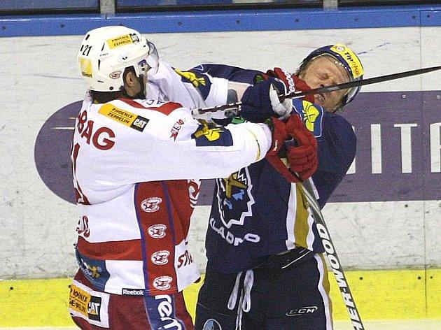 Rytíři Kladno - Slavia Praha, 21. kolo ELH 2011-12, hráno 16.11.11. Toman s Kalusem