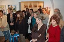 OBRAZY, KRESBY A KERAMIKA jsou vystaveny ve velvarském městském muzeu, fotografie v Pražské bráně.