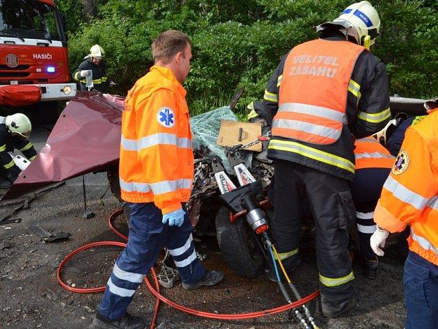 Nehoda mezi Novou Studnicí a Kačicí kde se střetly hasičský vůz a osobní auto.