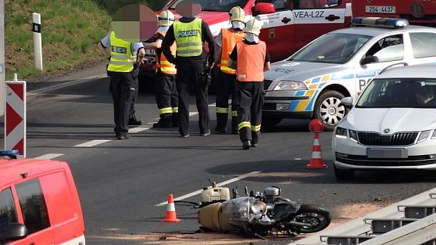 Tragická nehoda motocyklu na dálnici D7 nedaleko Buštěhradu