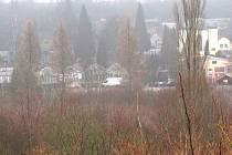 MÍSTO S PARKOVOU ÚPRAVOU bude vybudováno mezi ulicemi Lesík a Hřbitovní. Peníze město získalo prostřednictvím dotace ze Státního fondu životního prostředí České republiky.