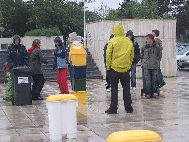 Odpadová olympiáda se konala v pondělí dopoledne na sítenském náměstí v Kladně.