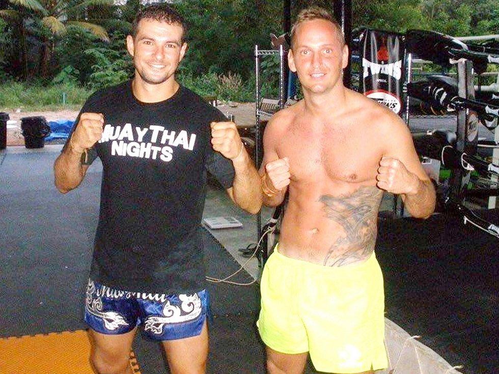 MARIO JARKAS (vpravo) se odjel připravovat do Thajska. Na snímku s kamarádem Jonathan Badilla.