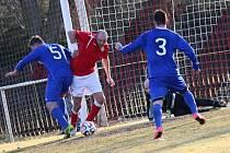 Lukáš Mrázek (v červeném) dal první gól v dresu Tuchlovic