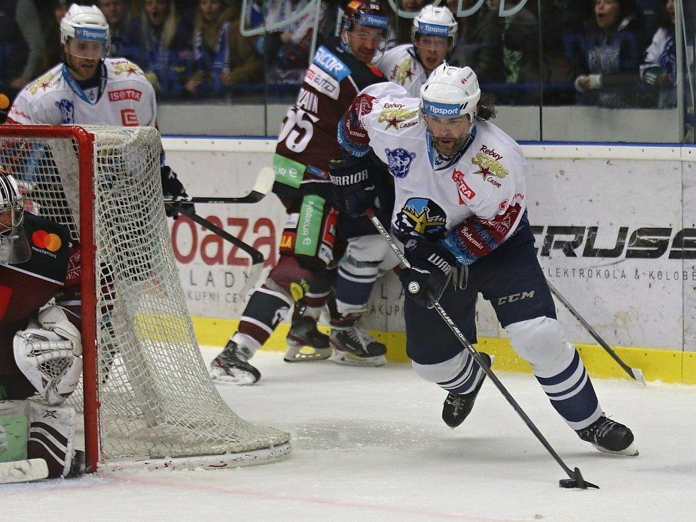 Kladno (v bílém) ještě žije, Spartu porazilo 3:2. Jaromír Jágr zápas takhle rozhodl.