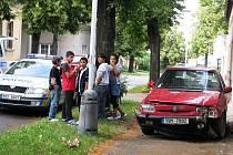 Vozidlo řízené patnáctiletým šoférem havarovalo v ulici Jos. Písaříka.